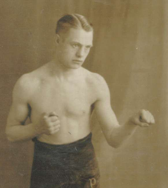 Percy Dexter (Sheffield) Northern Area featherweight champion 1934